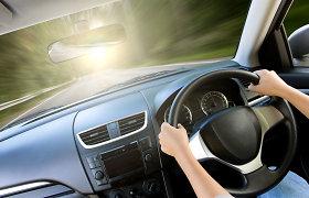 Už nepritaikytų dešiniavairių mašinų nuolatinį naudojimą grės baudos, teisių atėmimas