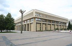 Seimo valdyba uždraudė į parlamentą įnešti alkoholio