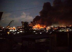 Gabone kilo riaušės, padegtas parlamentas