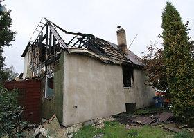 Jauna šeima po gaisro rugsėjo 1-ąją sutinka be namų