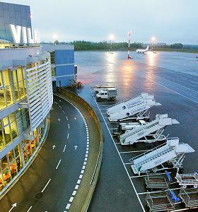Laipinimo metu lėktuve išsipylę degalai apkartino keleiviams skrydį