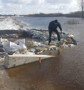 Kyla vandens lygis kelyje Šilutė–Rusnė