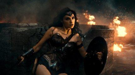 """Filmo """"Betmenas prieš Supermeną"""" pažiba Gal Gadot – buvusi """"Mis Visatos"""" dalyvė"""
