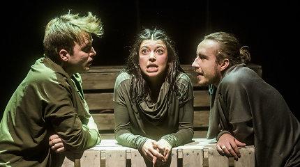 """Keistuolių teatro """"Eglė žalčių karalienė"""" – scenoje atgimstanti jautri ir šilta pasaka"""