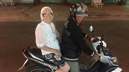 """Turbūt seniausia pasaulyje """"kuprinėtoja"""": 89-erių senolė iš Rusijos viena iškeliavo į Vietnamą"""