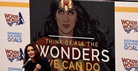 JT garbės ambasadore pasirinkta herojė įžiebė moterų, tarp jų ir R.Murmokaitės, priešiškumą
