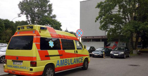 Vilniuje prie Valakampių tilto automobilis partrenkė per gatvę bėgusį paauglį