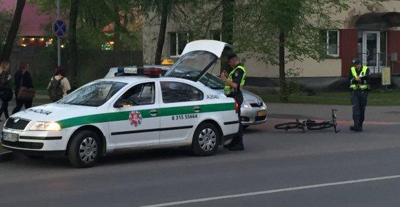 Kėdainiuose partrenktas iš kiemo išvažiavęs 14-metis dviratininkas