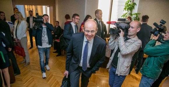 Vyriausybė toliau tampo gumą: balsavimas dėl Jono Miliaus atleidimo atidėtas