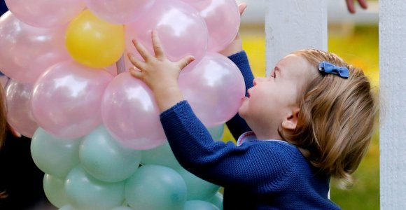 Pirmame oficialiame renginyje dalyvavusios princesės Charlottės dėmesį partraukė balionai