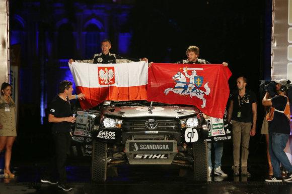 Willy Weyenso nuotr./Benediktas Vanagas ir Sebastianas Rozwadowskis Dakaro starto podiumo met