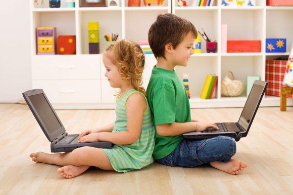 123rf.com nuotr/Vaikai su kompiuteriais