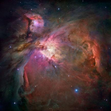 Lietuvos etnokosmologijos muziejaus iliustr./Nr.13. Kosminis Hubble teleskopas leidzia Oriono gelmese isvysti gimstancias zvaigzdes_Nasa.gov