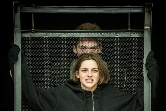 """Dmitrijaus Matvejevo nuotr./Akimirka iš Oskaro Koršunovo spektaklio """"Apvalytieji"""""""