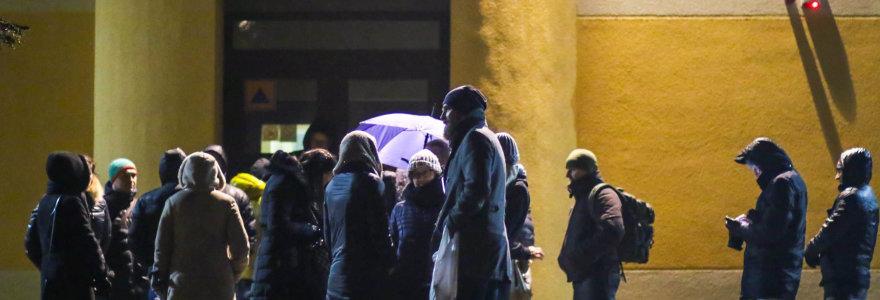Nerami naktis Kauno tėvams: norintieji, kad vaikai patektų į mokyklą, vėl laukia per naktį