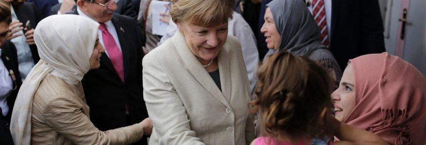 Vokietijos pabėgėlių krizės metinės: A.Merkel sprendimo atverti šalies duris užkulisiai