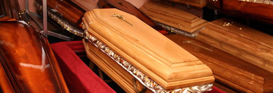 Vargas dėl kainų: kodėl laidojimo paslaugų bendrovės jų nenurodo viešai?