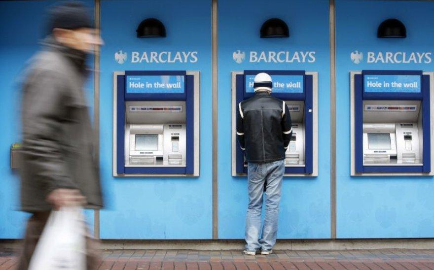 Bankai atleidžia tūkstančius darbuotojų.