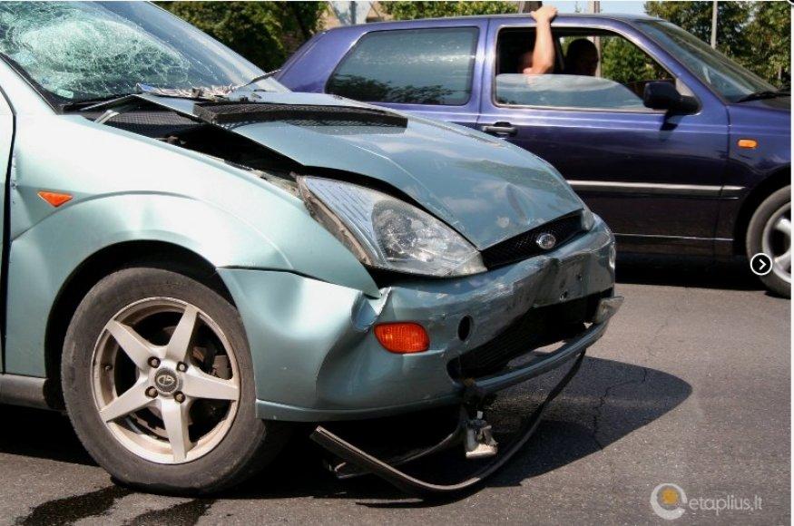 """Automobilis """"Ford Focus"""" po avarijos"""