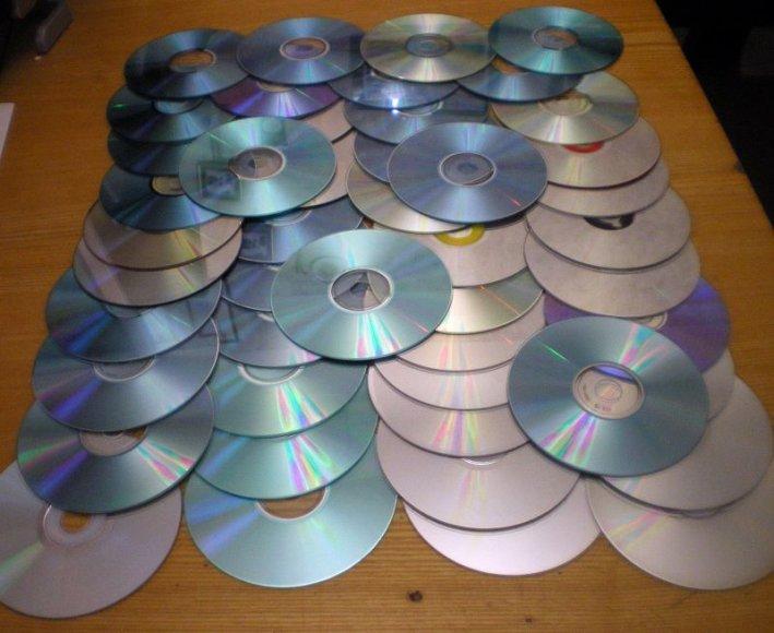 Pas sulaikytą kaunietė namuose rasta 49 kompaktiniai diskai, kuriuose įrašyta pornografinė medžiaga - nuotraukos ar filmuoti kadrai.