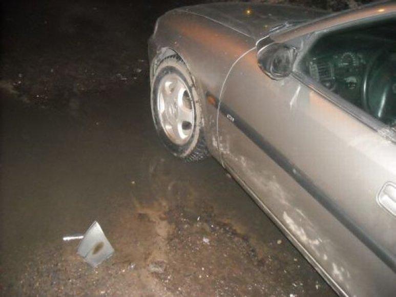 Savaitgalį chuliganai smaginosi daužydami automobilius.