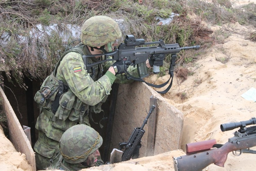 Lietuvos didžiojo kunigaikščio Algirdo mechanizuotojo pėstininkų bataliono kariai pratybose