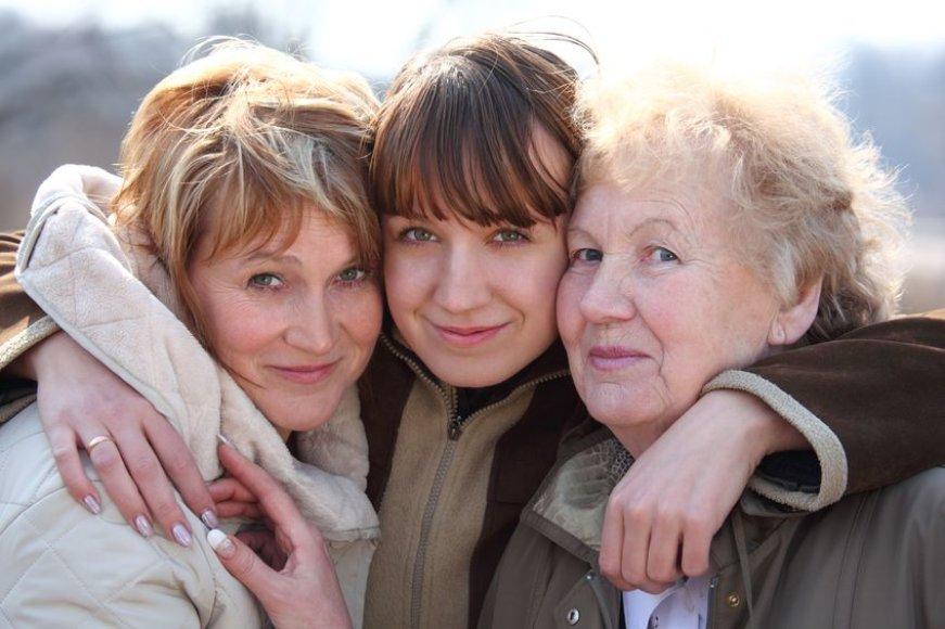 Vyresnės moterys daugiau keliauja su savo dukromis ir anūkėmis