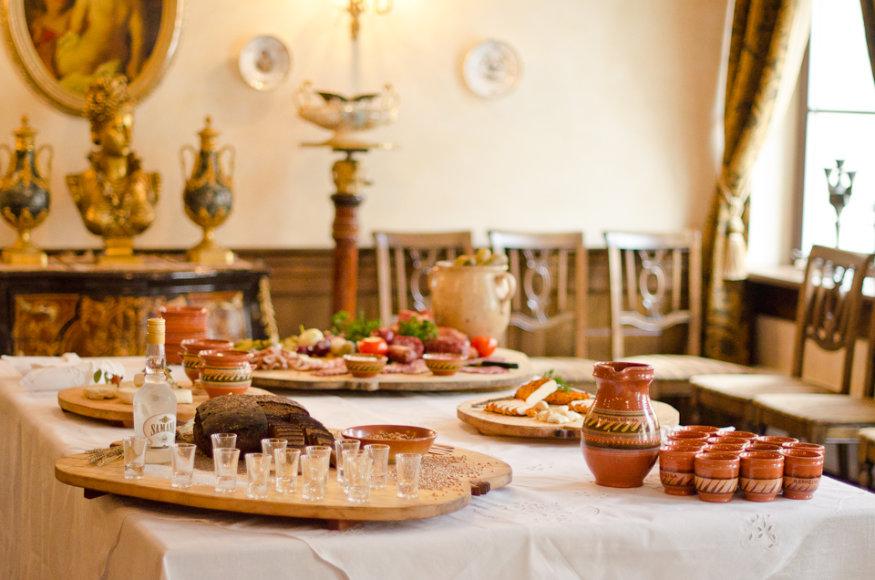 """""""Bernelių užeiga""""  tai vienintelis restoranas Lietuvoje, kuriame galima paragauti net 43 tautinio paveldo patiekalus"""