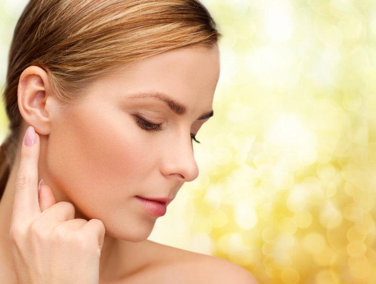 Medikai rekomenduoja ausis valyti tik pirštais.