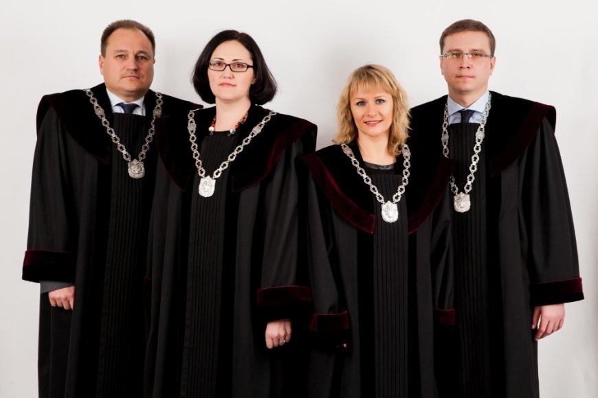 Teisėjų tarybos pirmininkas Gintaras Kryževičius (kairėje) su kolegomis