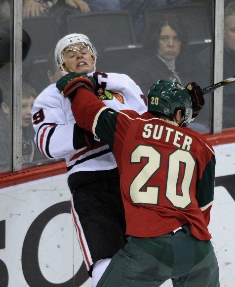 Ryanas Suteris (Minnesota Wild) ir Jonathanas Toewsas (Chicago Blackhawks)