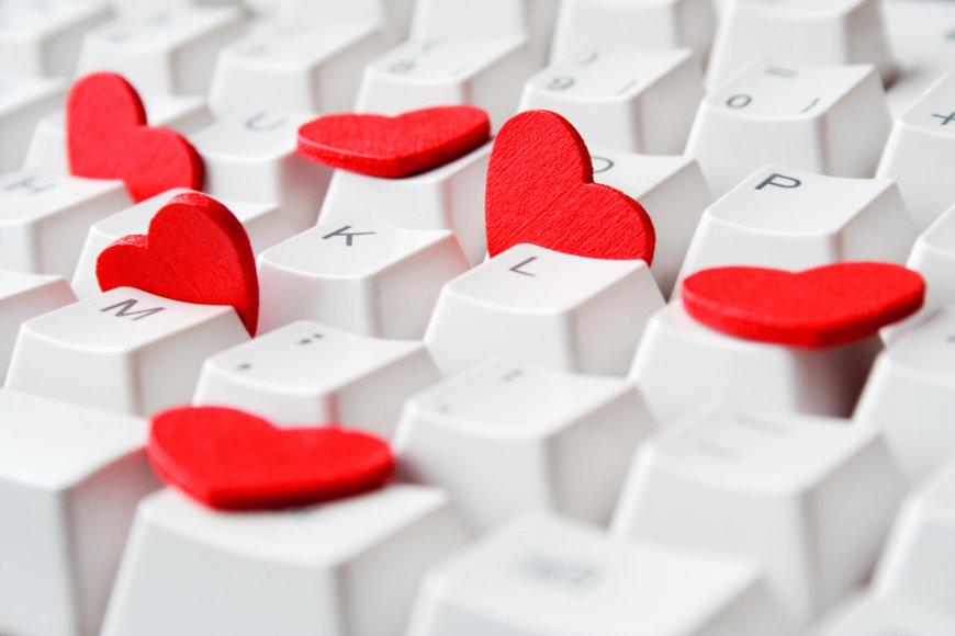 Flirtas internetu