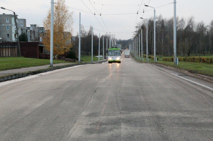 Tokia atnaujinta Ašigalio gatvė po remonto spalį gyventojus džiugino neilgai