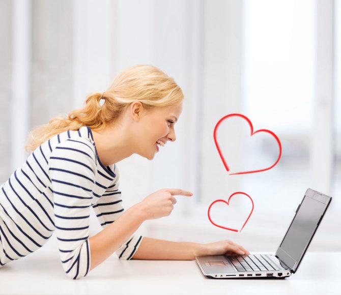 Mergina naršo kompiuteryje