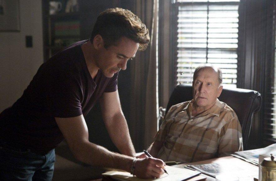 """Robertas Downey jaunesnysis ir Robertas Duvallis filme """"Teisėjas"""""""