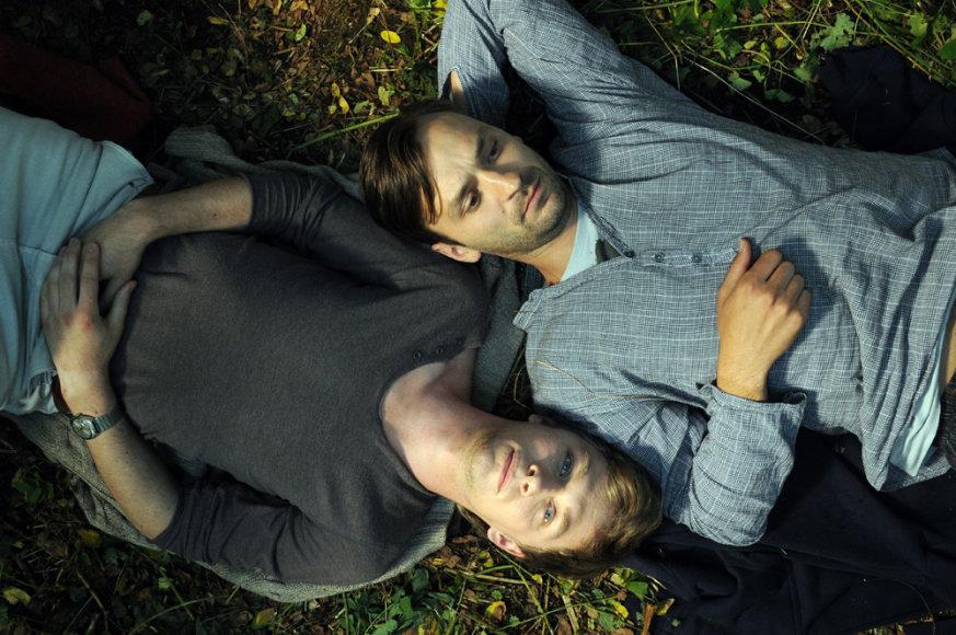 """Kadras iš filmo """"Nesamasis laikas"""", Tadas Gryn (dešinėje)"""
