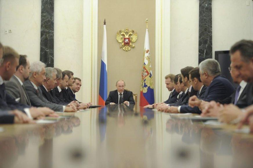Vladimiras Putinas pristatė naują Rusijos vyriausybę