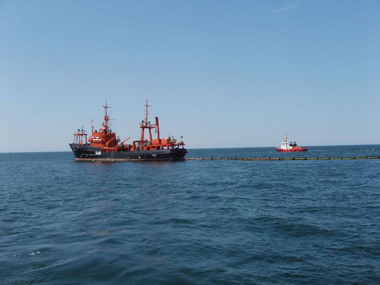 Karinių jūrų pajėgų laivas Šakiai taršos likvidavimo pratybose