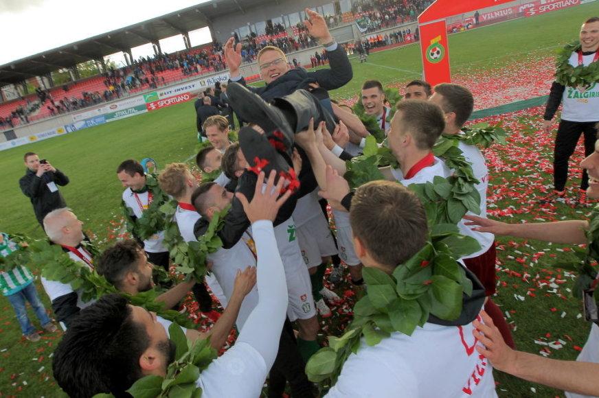 Evaldo Šemioto nuotr./LFF taurę penktąjį kartą iš eilės iškovojo žalgiriečiai