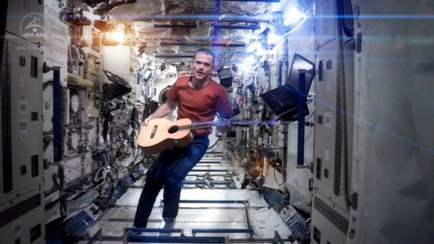 Kanadietis Chrisas Hadfieldas Tarptautinėje kosminėje stotyje