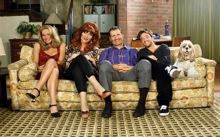"""Serialo """"Vedęs ir turi vaikų"""" aktoriai: Christina Applegate, Katey Sagal, Edas O'Neillas ir Davidas Faustino"""