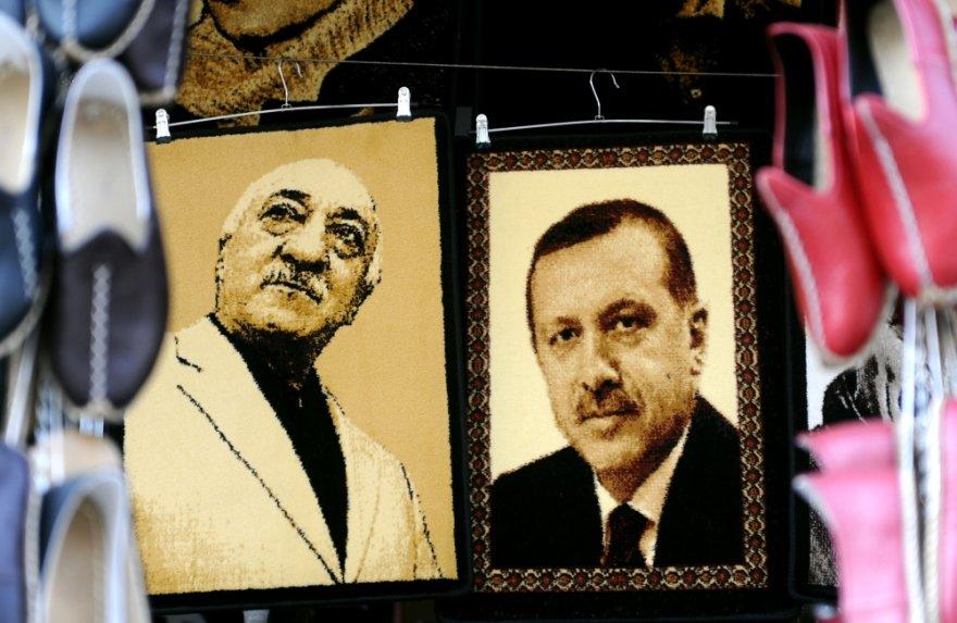 Buvę bendražygiai, JAV gyvenantis dvasininkas Fethullah Gulenas ir Turkijos premjeras Recepas Tayyipas Erdoganas