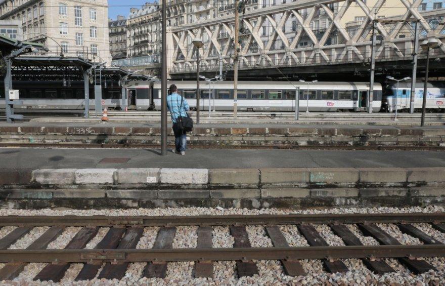 Prancūzijoje keleiviai trečiadienį susidūrė su transporto chaosu, kai geležinkelių darbuotojų profsąjungos paskelbė nacionalinį streiką