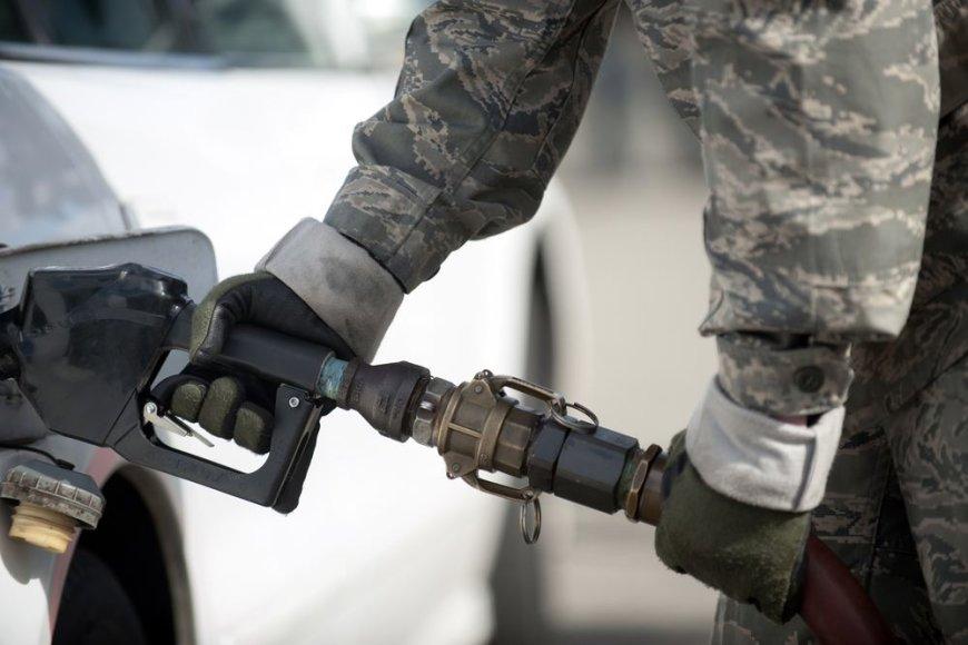 Benzino kainos JAV žymiai nusmuko.