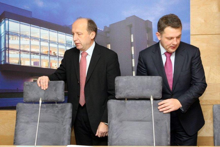 Praradę verslo paramą A.Kubilius (kairėje) ir E.Masiulis savo partijoms prašo žmonių paramos