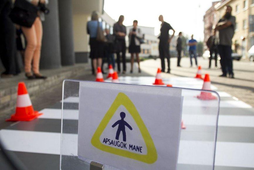 """Akcijos """"Apsaugok mane"""" metu vaikus saugiai elgtis gatvėje mokys robotas."""