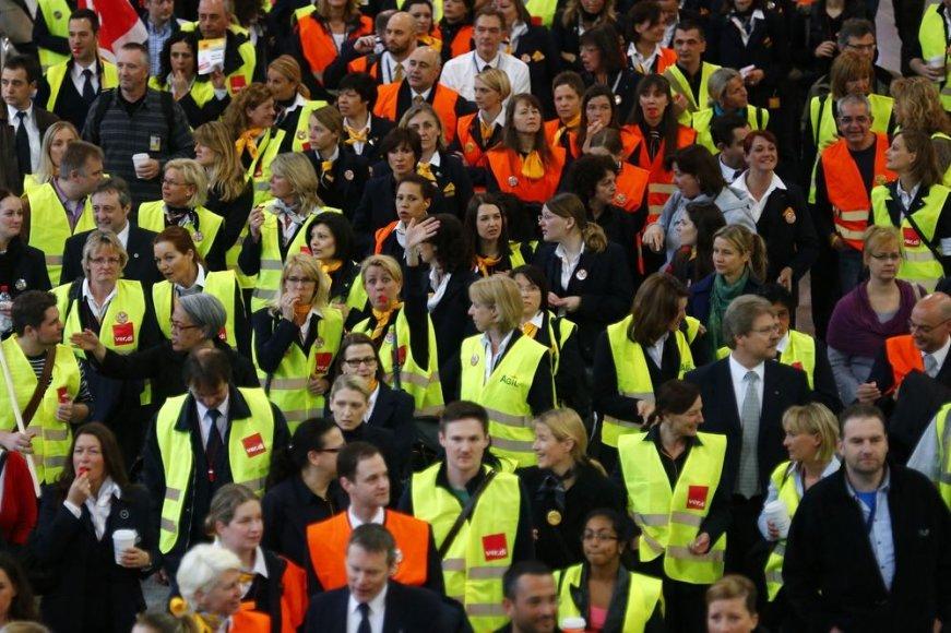 """""""Lufthansa"""" darbuotojų streikas"""