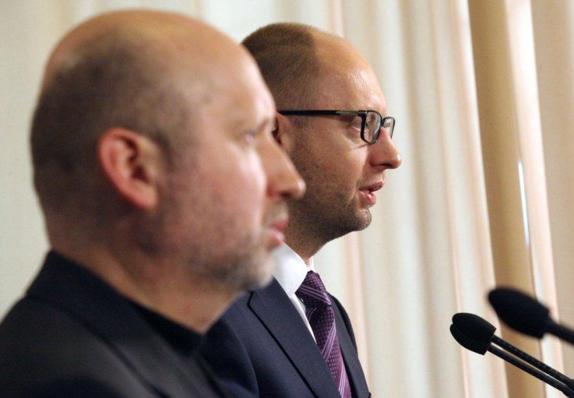 Ukrainos laikinasis prezidentas Oleksandras Turčynovas ir premjeras Arsenijus Jaceniukas