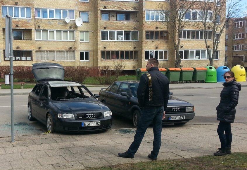 """Druskininkų gatvėje Palangoje sudegintas """"Audi A4 Avant"""" automobilis"""