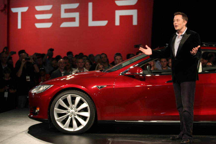 """Tesla"" vadovas Elonas Muskas"